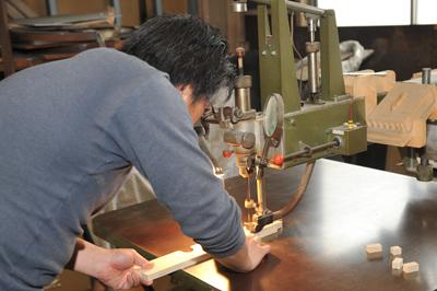 糸のこ盤 抜き型 裁断機 トムソン型