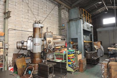 機械組み付け作業場 抜き型 裁断機 刃型